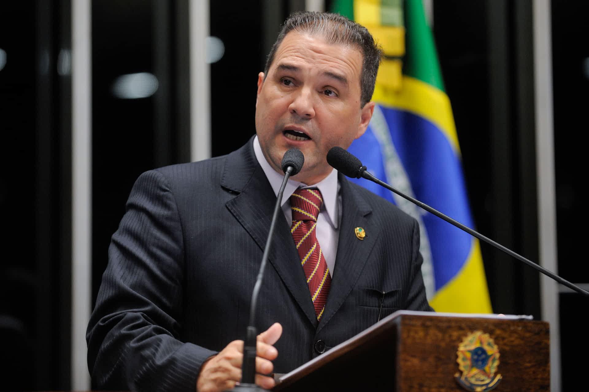 Senador Eduardo Lopes (PRB-RJ) pede cautela na votação do novo Código Penal