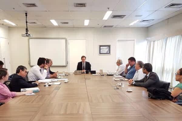 Prefeito Marcelo Crivella se reuniu, nesta terça-feira (5), com representantes do Rio Ônibus