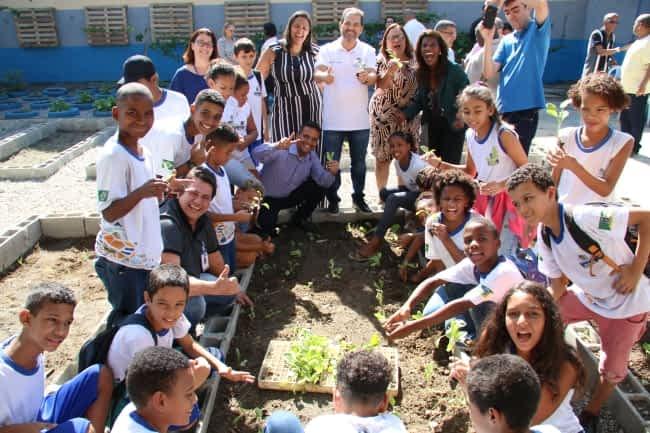 """Secretário de Agricultura, Eduardo Lopes, participa de lançamento do Projeto """"Mãos à horta, ao lado de alunos da baixada fluminense"""
