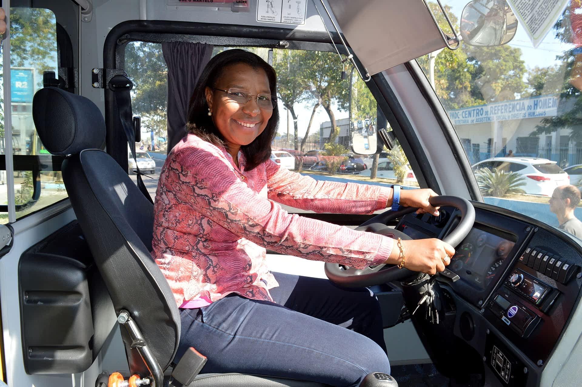 11111 Entrega de ônibus em Duque de Caxias
