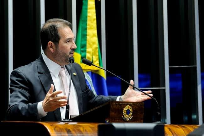 Plenário do Senado Federal durante sessão deliberativa ordinária.   Em discurso, senador Eduardo Lopes (PRB-RJ).   Foto: Geraldo Magela/Agência Senado