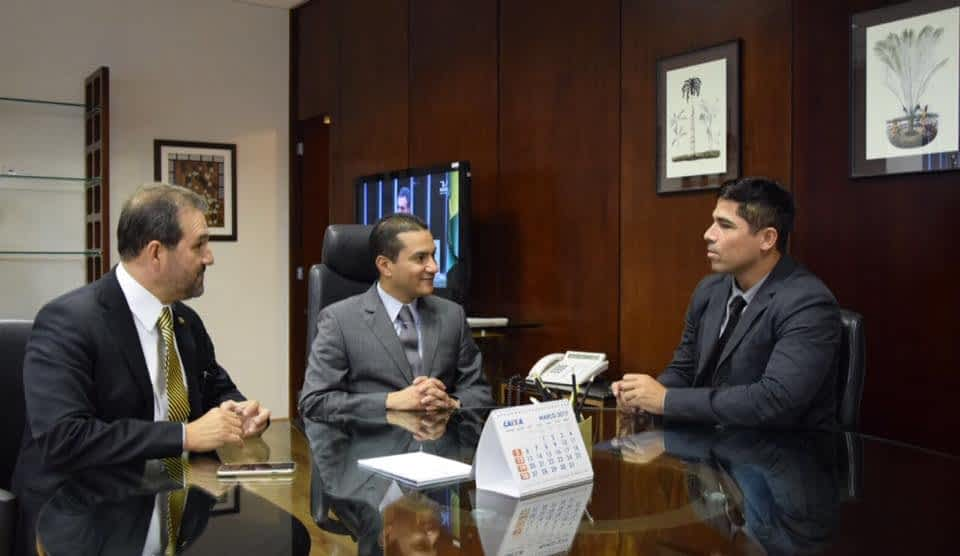 Mario Esteves com ministro do Desenvolvimento (Reprodução-Facebook)