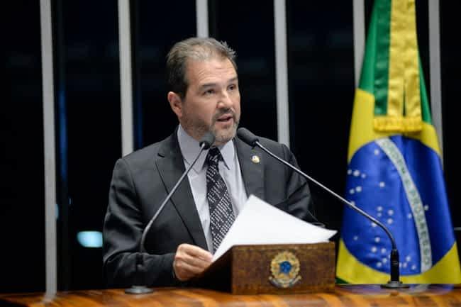 Plenário do Senado durante sessão deliberativa ordinária.  Em discurso, à tribuna, senador Eduardo Lopes (PRB-RJ).  Foto: Jefferson Rudy/Agência Senado